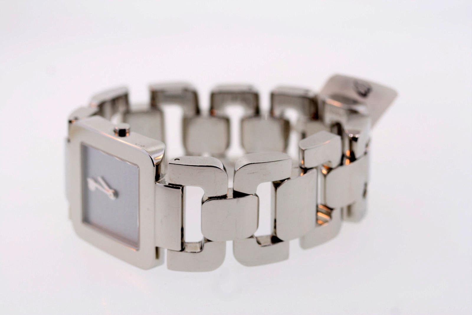 Đồng hồ có thiết kế đơn giản nhưng đem lại nét hiện đại, trẻ trung
