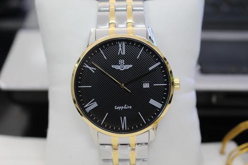 Đồng hồ Srwatch nam với chất liệu dây kim loại sáng bóng vô cùng lịch lãm