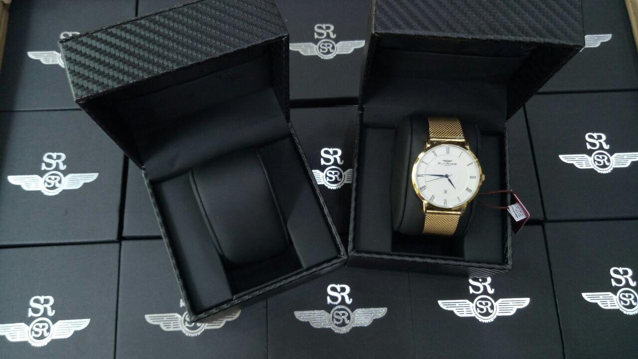Phân biệt đồng hồ Srwatch nam qua hộp đựng
