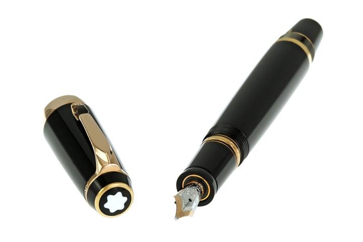 Một showroom chuyên nghiệp sẽ cung cấp cho bạn sản phẩm bút Montblanc chính hãng 100%